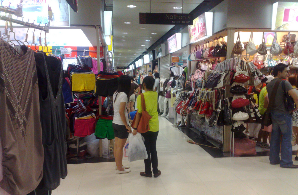 Over 2000 clothes and accessory stores